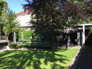 Vrt ob prenovljeni secesijski hisi na Ulici talcev 4 v Ljubljani - pogled na vrt
