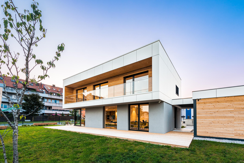 Svetla lepotica se predstavi – Aktivna hiša Lumar